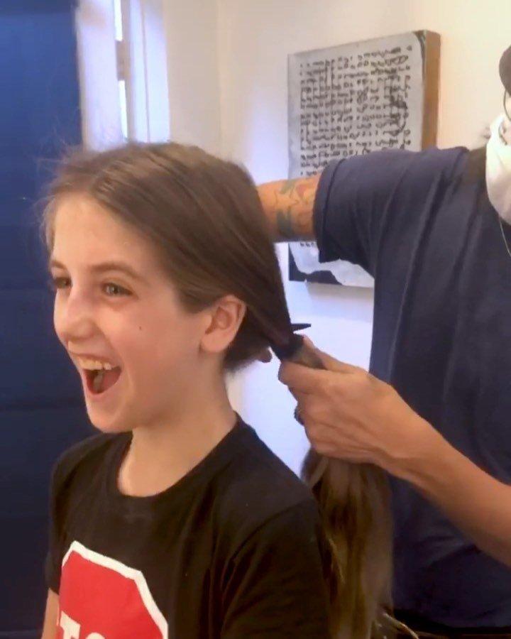 9-летний сын Алисии Сильверстоун избавился от длинных волос после насмешек