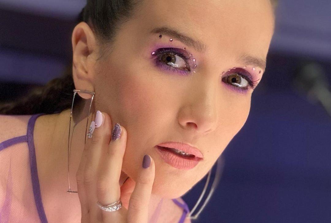 Наталья Орейро предстала в платье с рукавами-фонариками