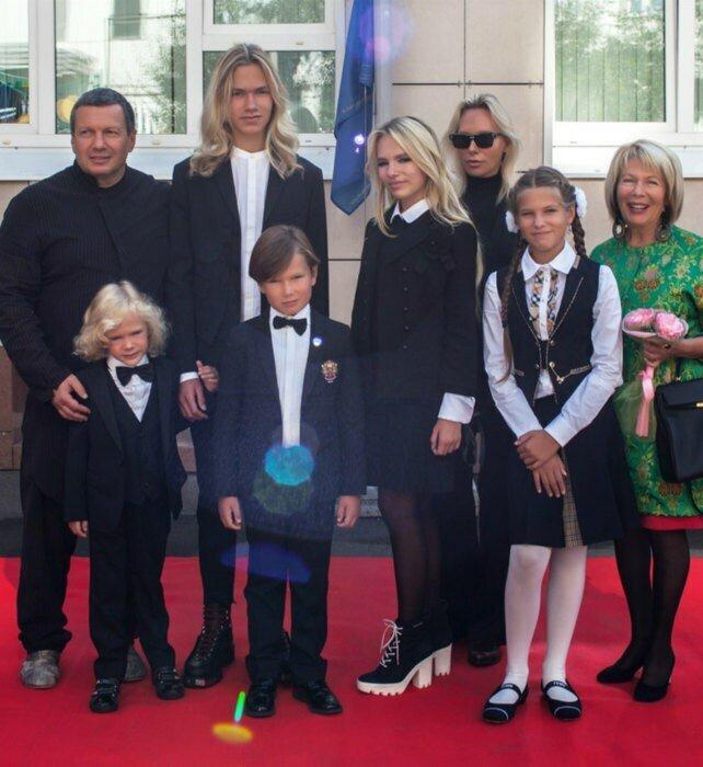 Виктор Коклюшкин признался, что редко видит своих пятерых внуков