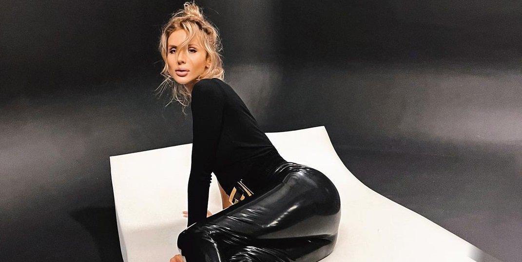 Светлана Лобода поделилась снимками в чёрном латексе