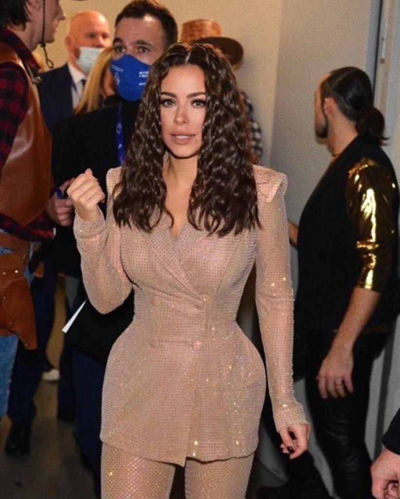 Ани Лорак появилась в образе Ким Кардашьян