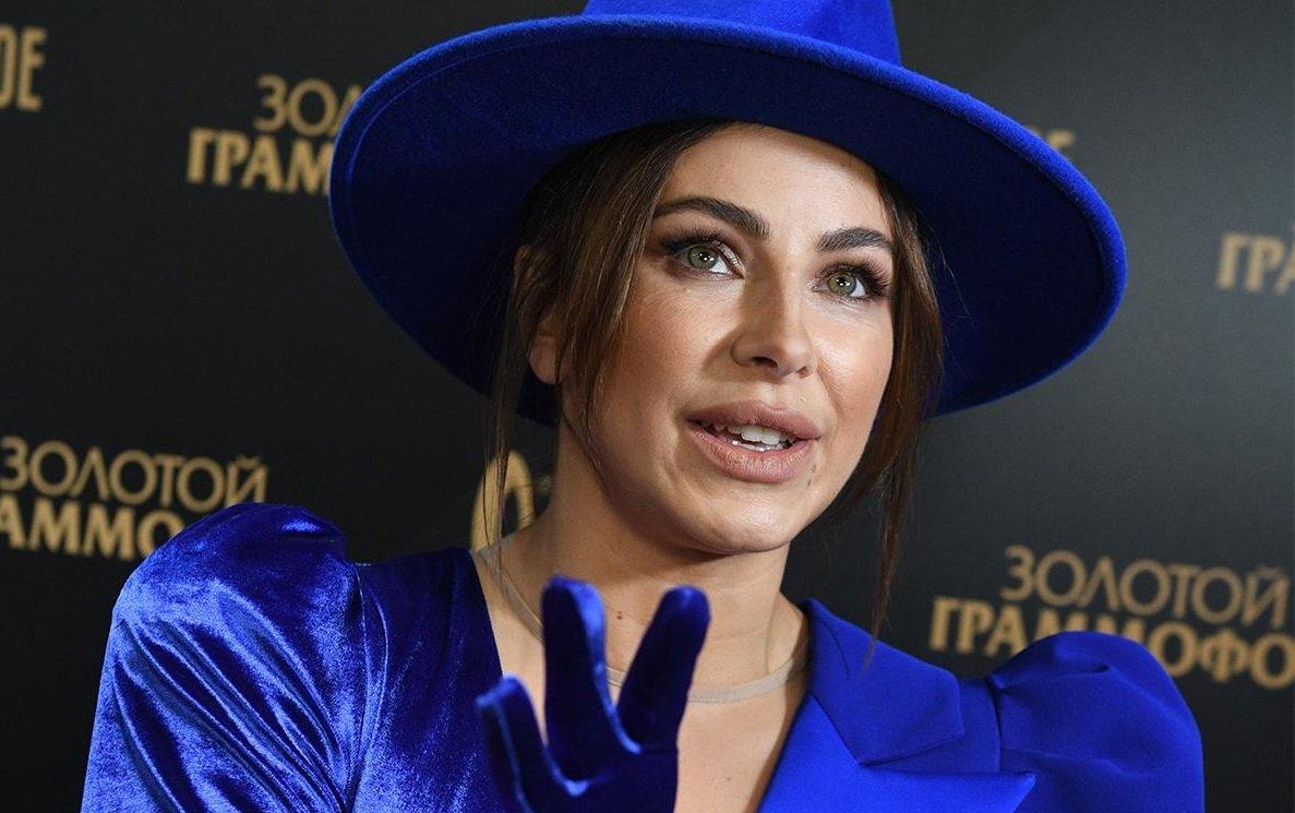 """Ани Лорак и Полина Гагарина оказались в одинаковых нарядах на """"Золотом граммофоне"""""""