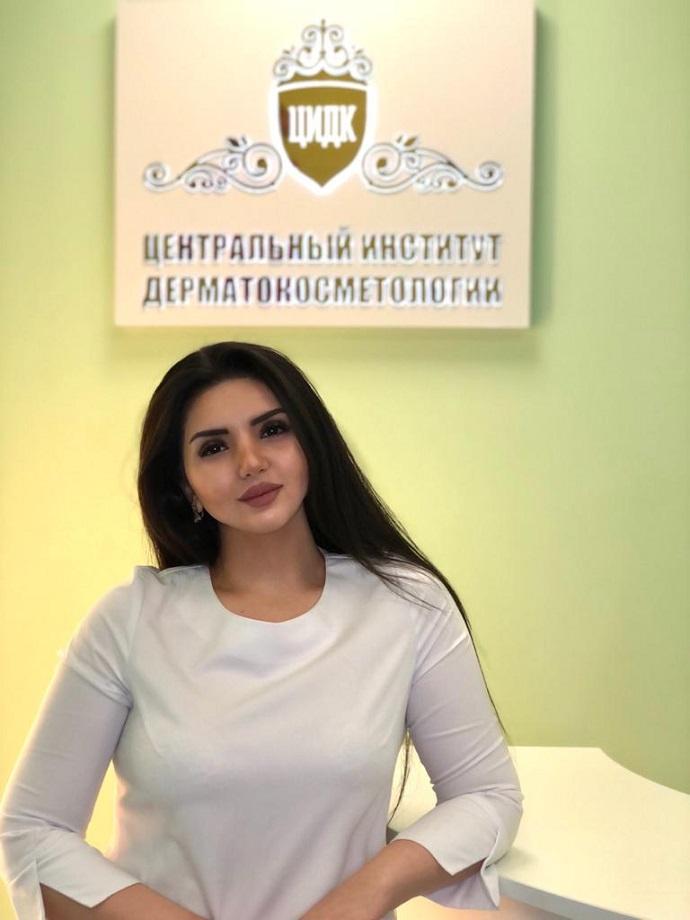 Динара Махтумкулиева рассказала почему Хейли Болдуин - Бибер увлажняет лицо кровью