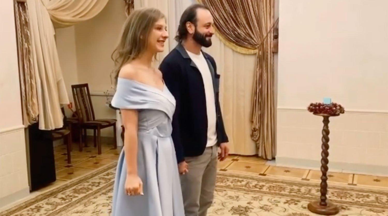 Бывшая жена Ильи Авербуха отреагировала на его свадьбу с Лизой Арзамасовой
