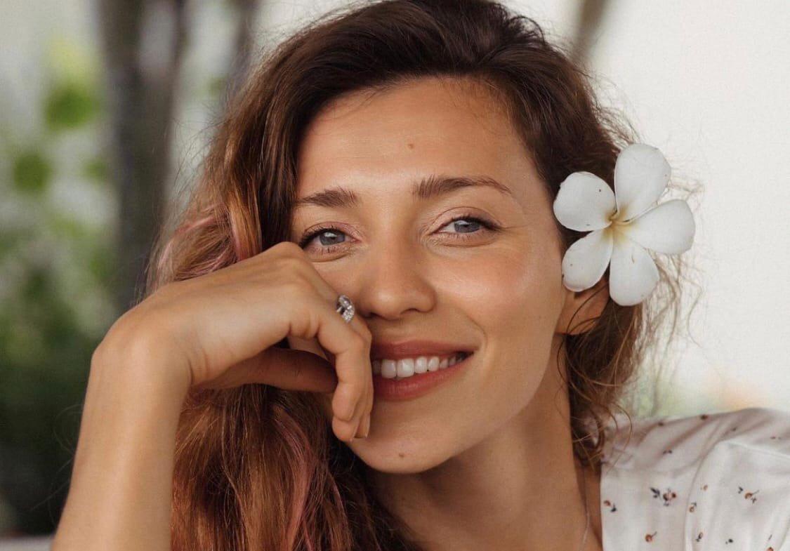 Регина Тодоренко сообщила, что чуть не утонула во время занятий серфингом
