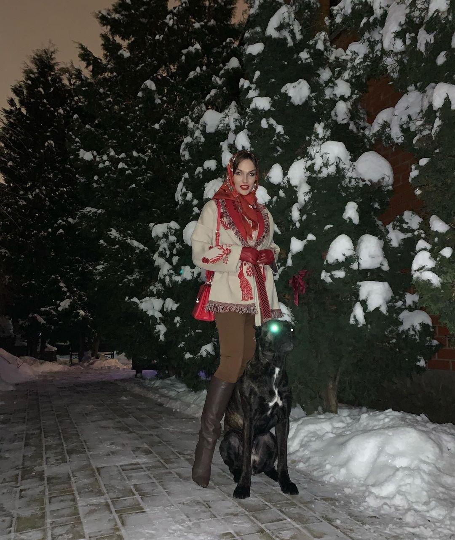 """Алёна Водонаева предстала в образе """"русской красавицы"""""""