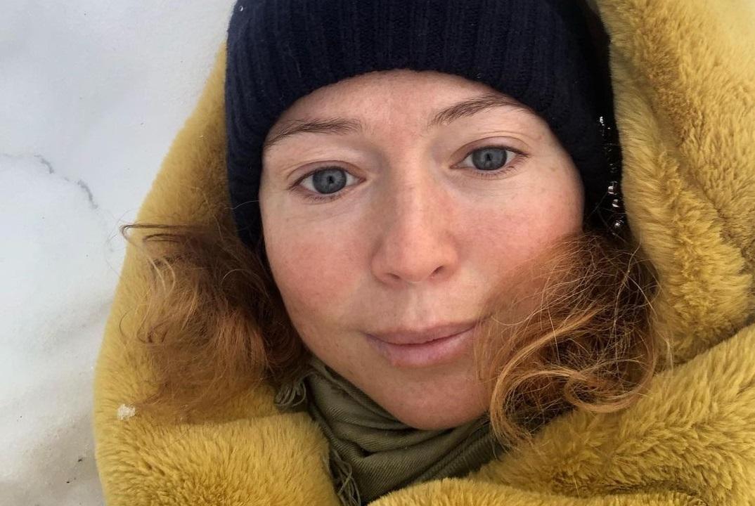 """""""Дочка уговорила"""": Елена Захарова показала фото грамма макияжа"""