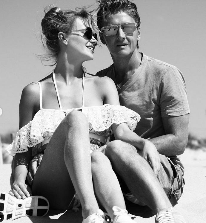 Глюкоза поделилась пляжной фотосессией в день рождения мужа