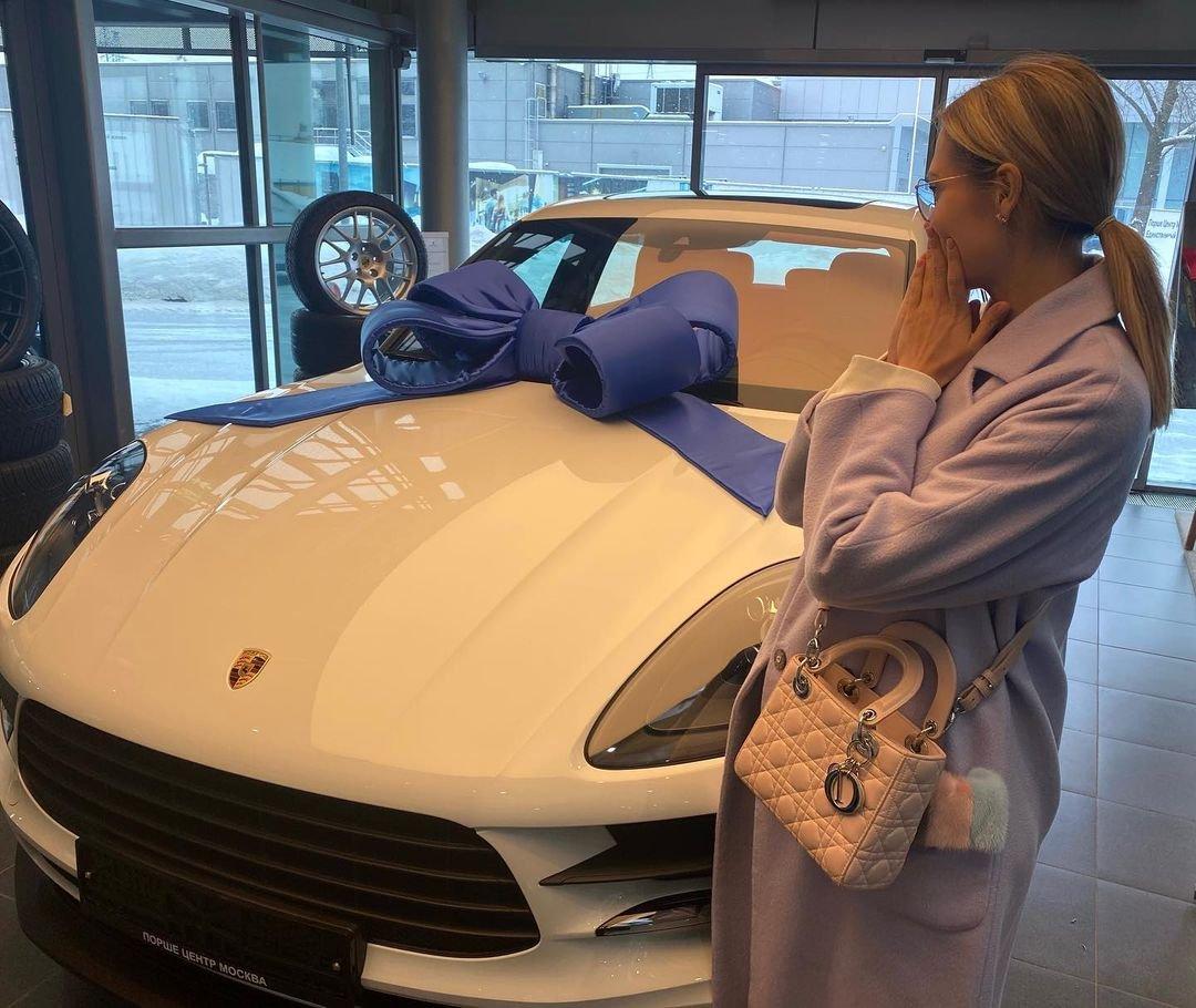 Мария Горбань похвасталась покупкой новенького Porsche