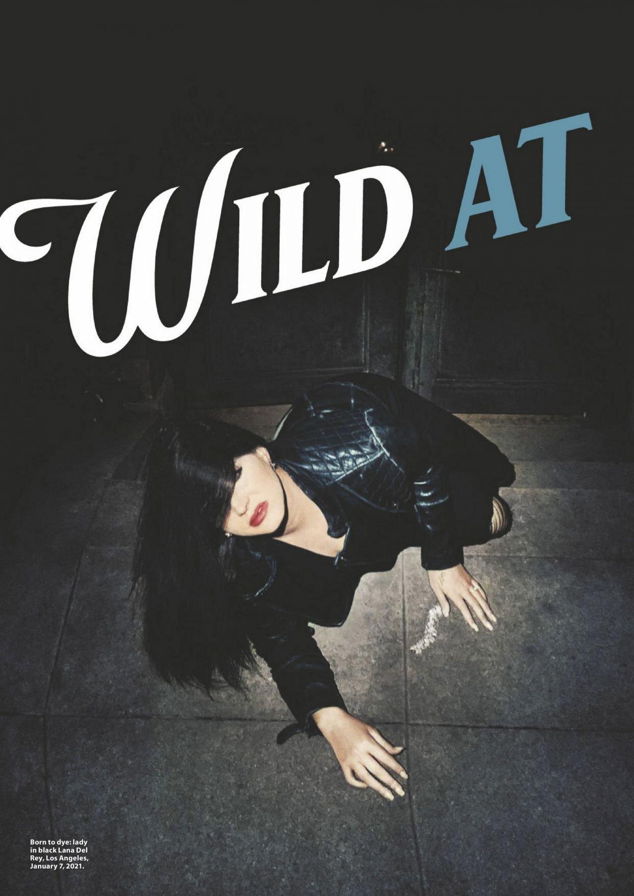Лана Дель Рей появилась в необычной фотосессии, расположившись на уличной плитке
