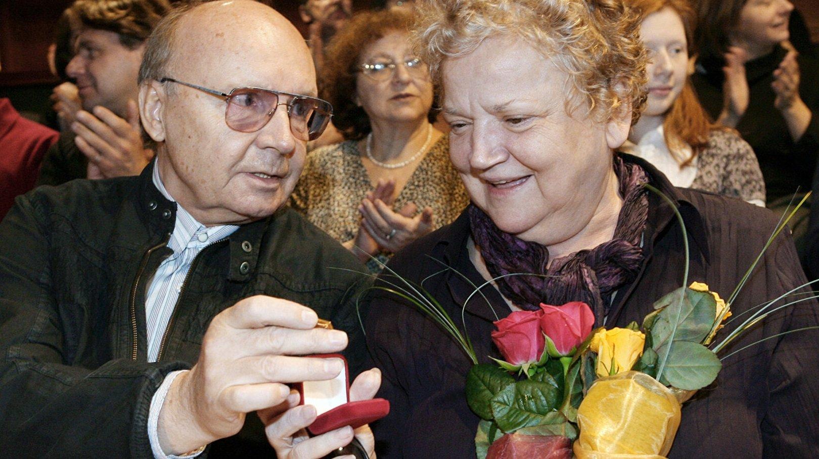 Вдова Андрея Мягкова не появилась на похоронах мужа