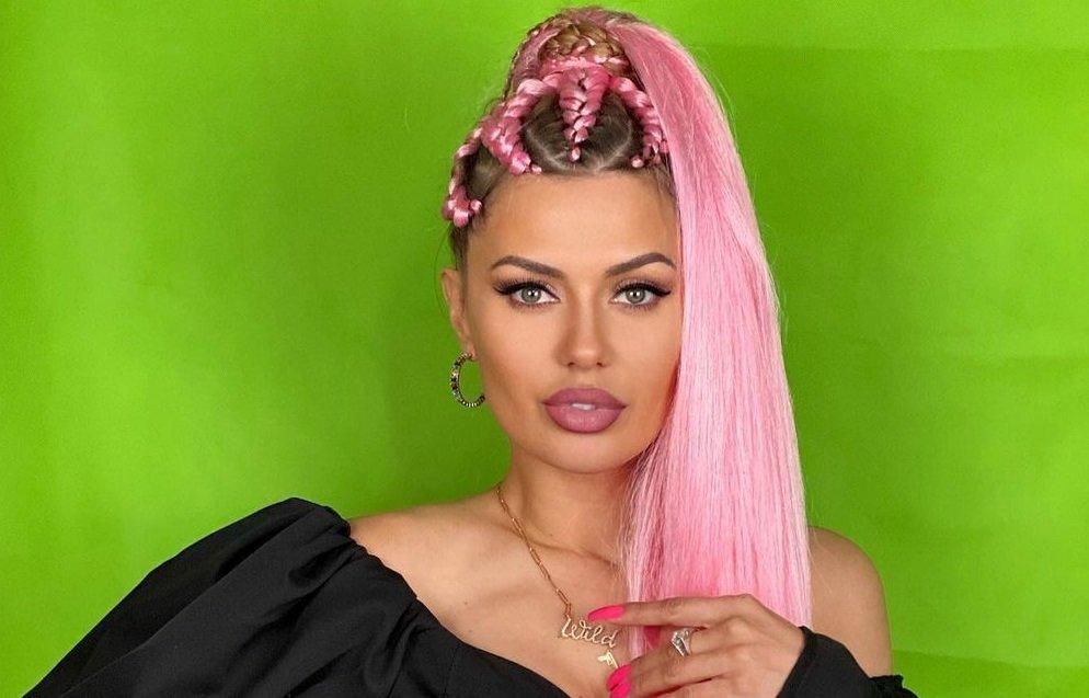 Виктория Боня не выдержала критики и сняла розовые косы