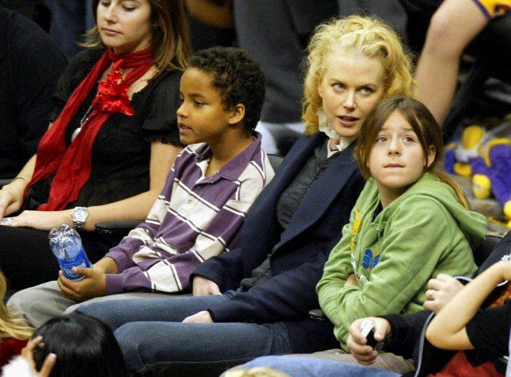 Редкий кадр: в сети появилось селфи приёмной дочери Николь Кидман и Тома Круза