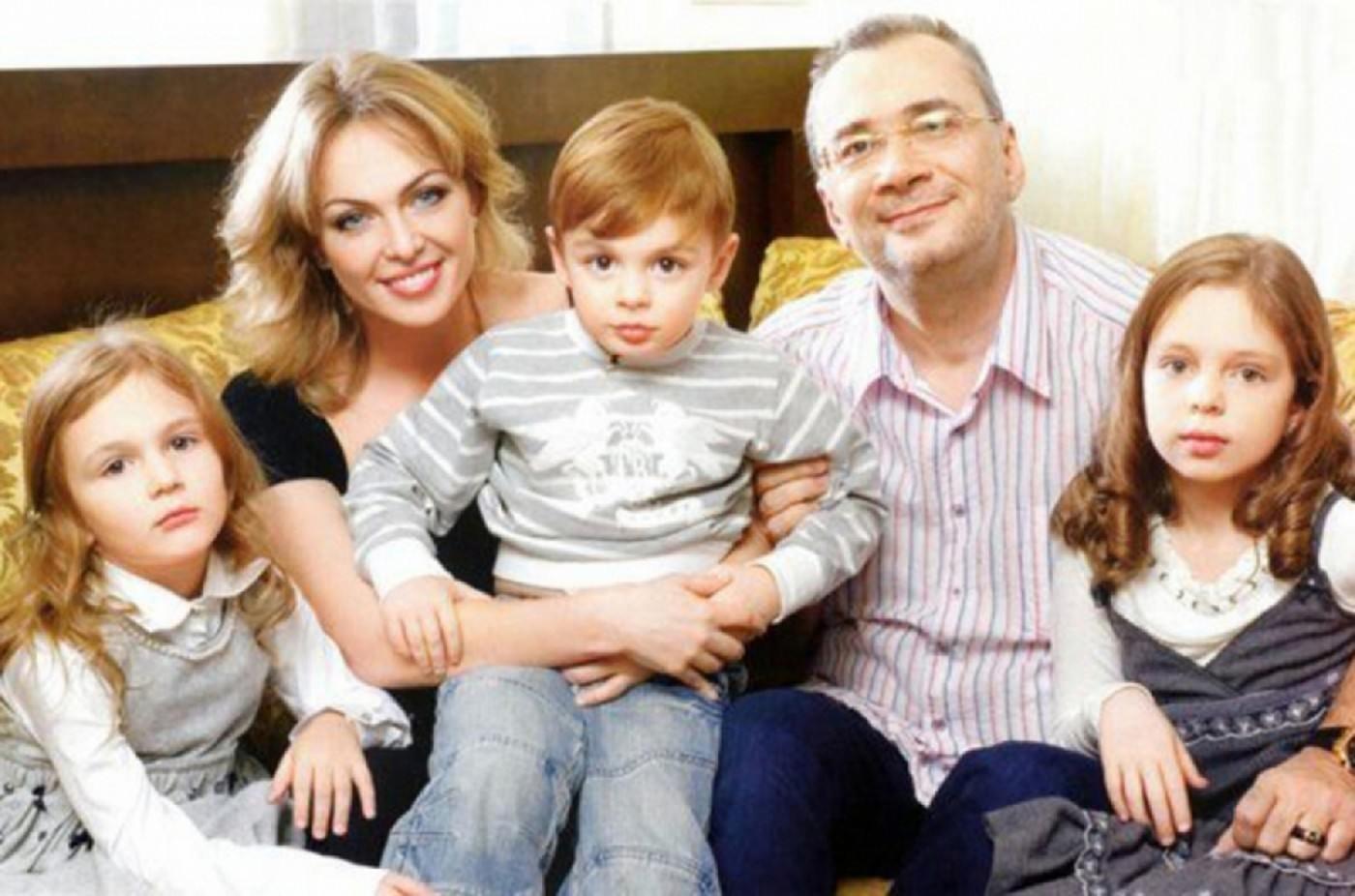 Константин Меладзе поздравил дочь с 17-летием