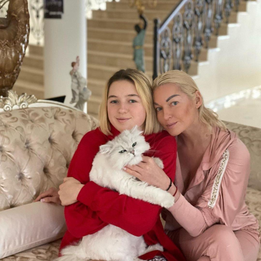 Анастасия Волочкова поделилась трогательными снимками с дочерью