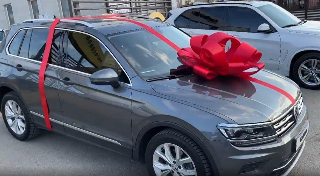 Регина Тодоренко сделала шикарный подарок родителям