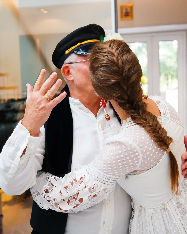 Полина Диброва призналась, что супруг относится к ней, как к дочери