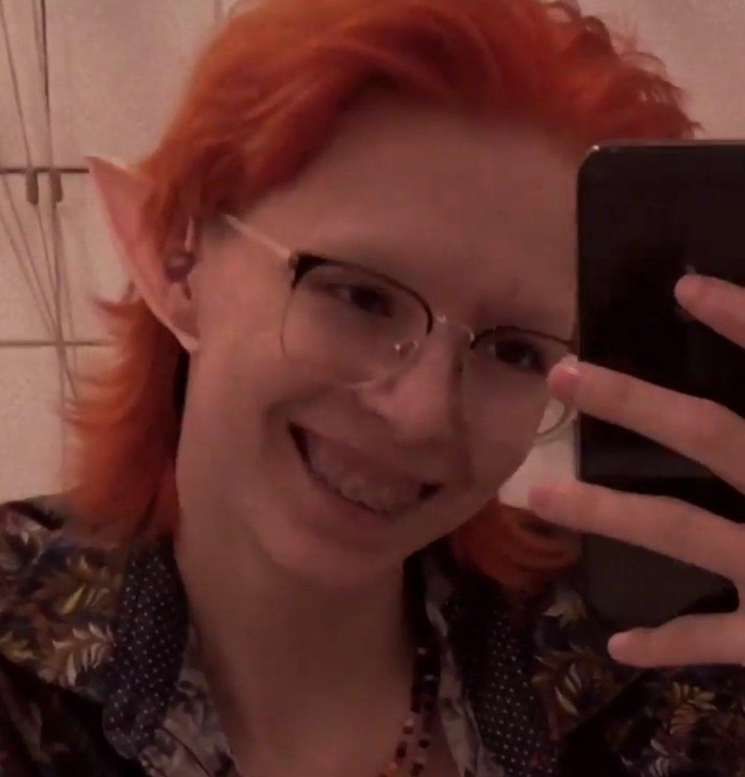 Дочь Михаила Ефремова, именующая себя Сергеем, показала свой новый цвет волос