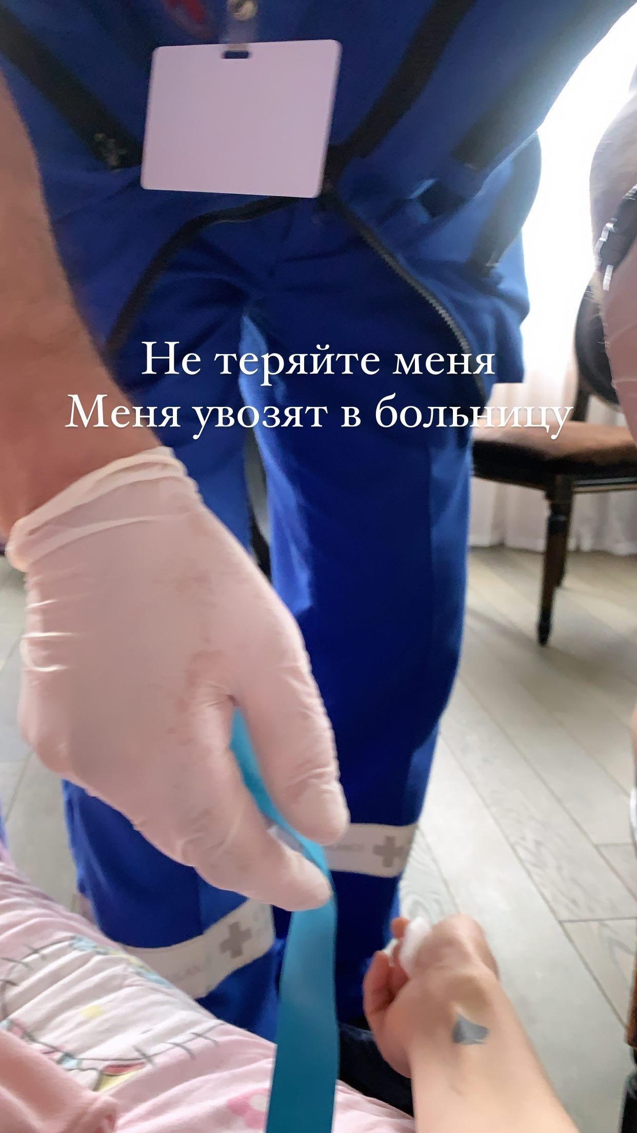 Алёну Водонаеву увезла скорая помощь в больницу
