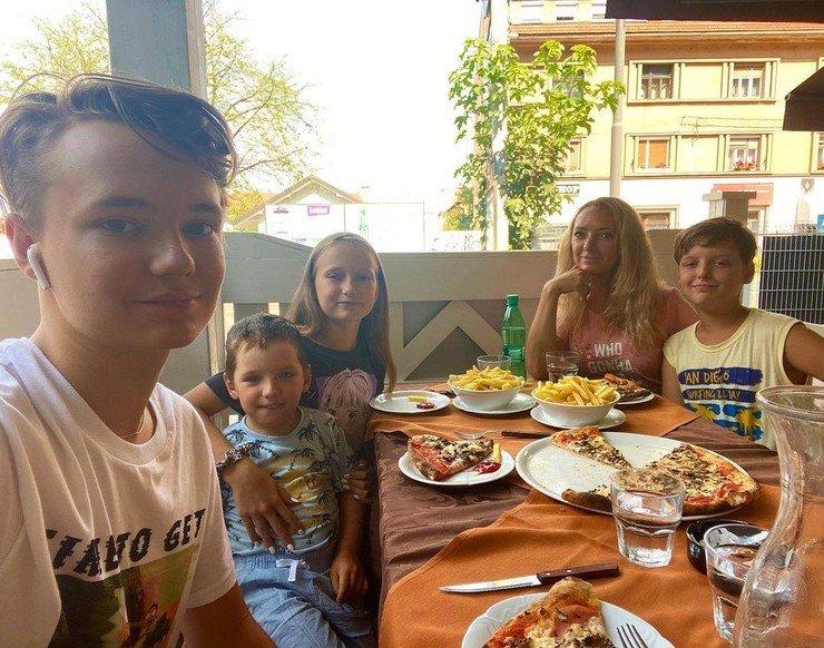 Анастасия Макеева будет воспитывать старшего сына своего любовника