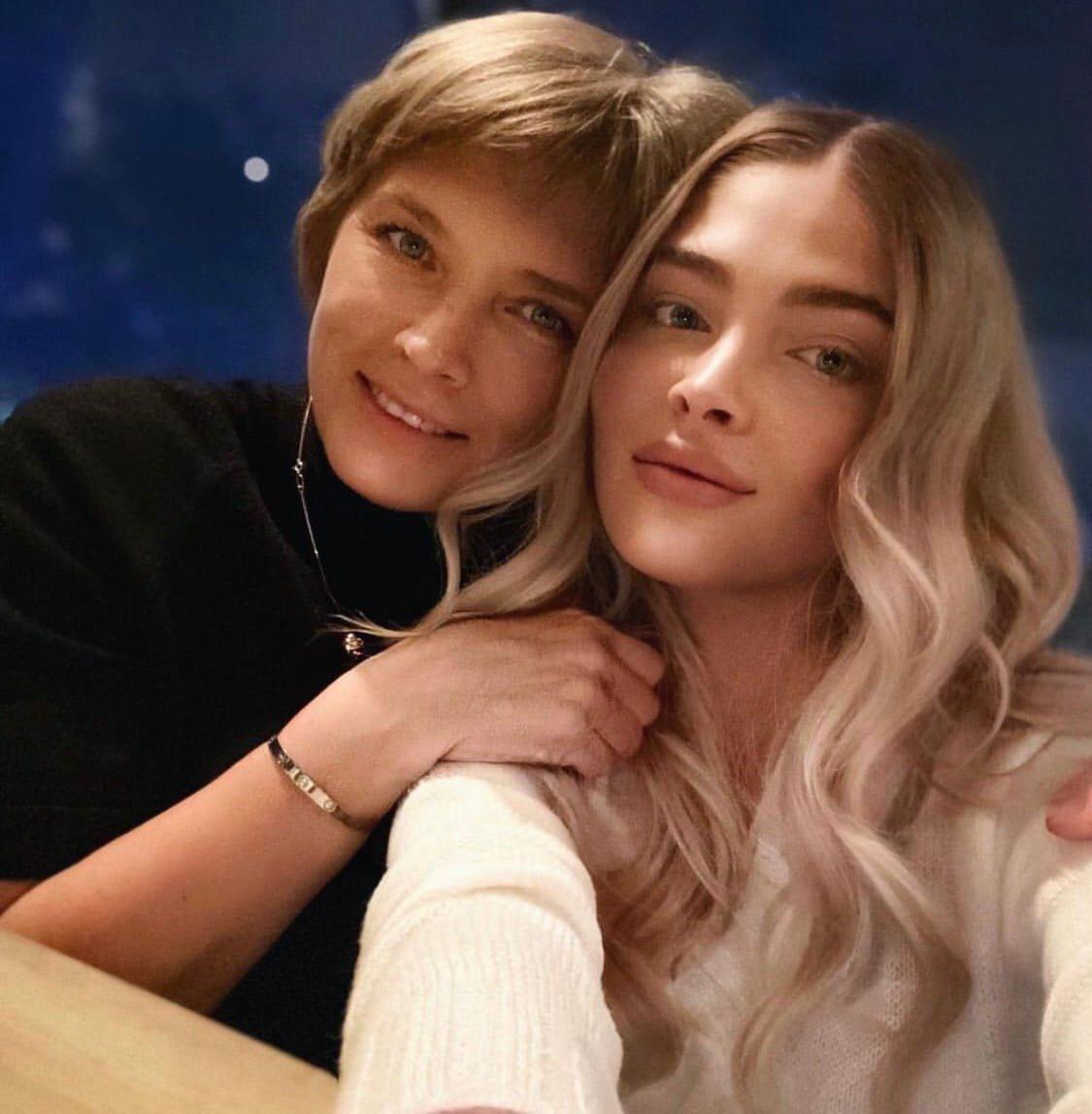 Мама Алёны Шишковой рассказала, с кем живет дочь модели