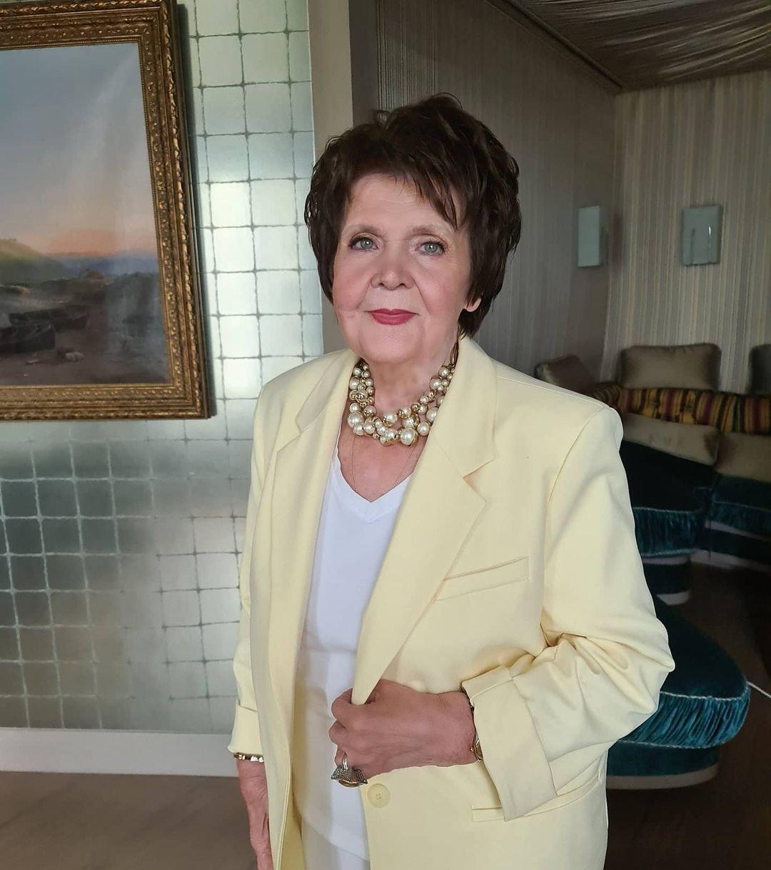 Мама Валерии впервые увидела внучку Селин на 83-й день рождения