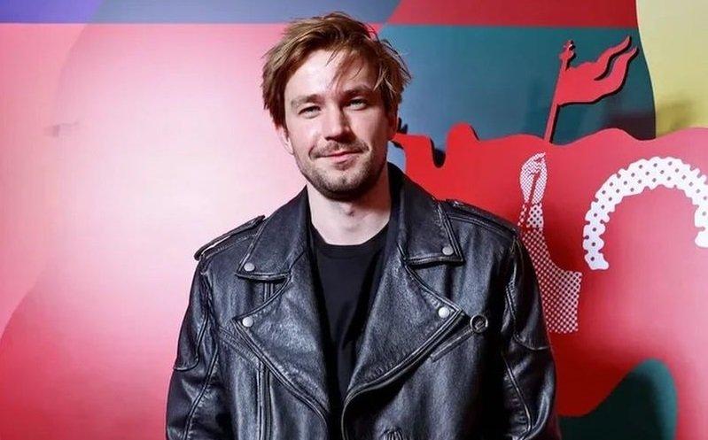 Александр Петров упал на красной дорожке кинофестиваля