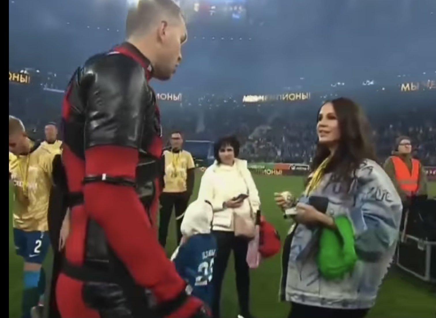Беременная жена Артема Дзюбы замечена на стадионе