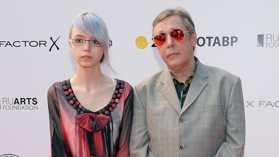 Анна Мария Ефремова готова прокомментировать ситуацию своего отца за деньги