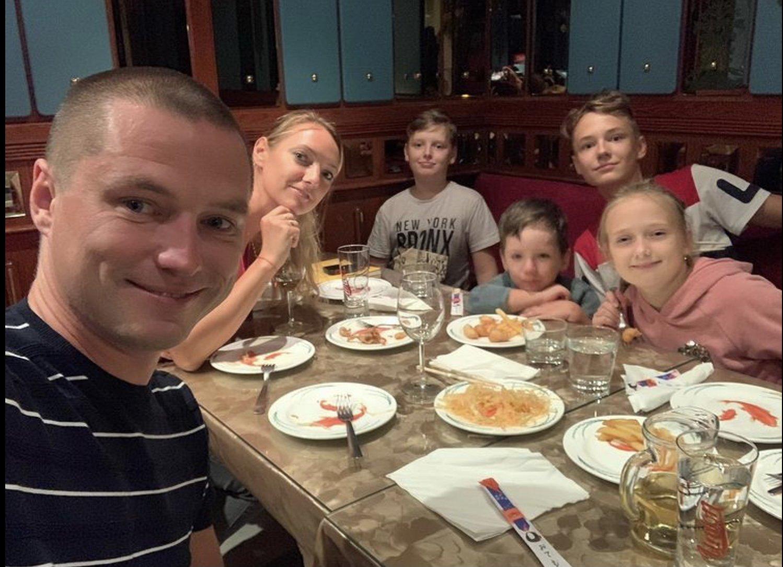 «Конечно ему нравится»: экс-жена любовника Анастасии Макеевой рассказала, как их сыну живётся с актрисой