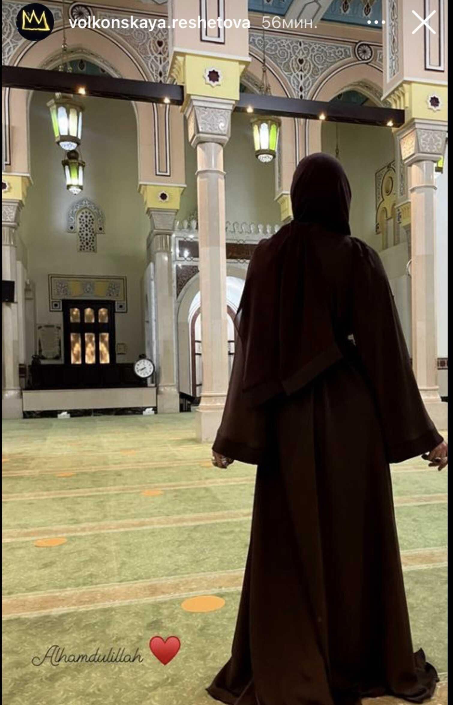 Анастасия Решетова в мусульманской одежде пришла в мечеть