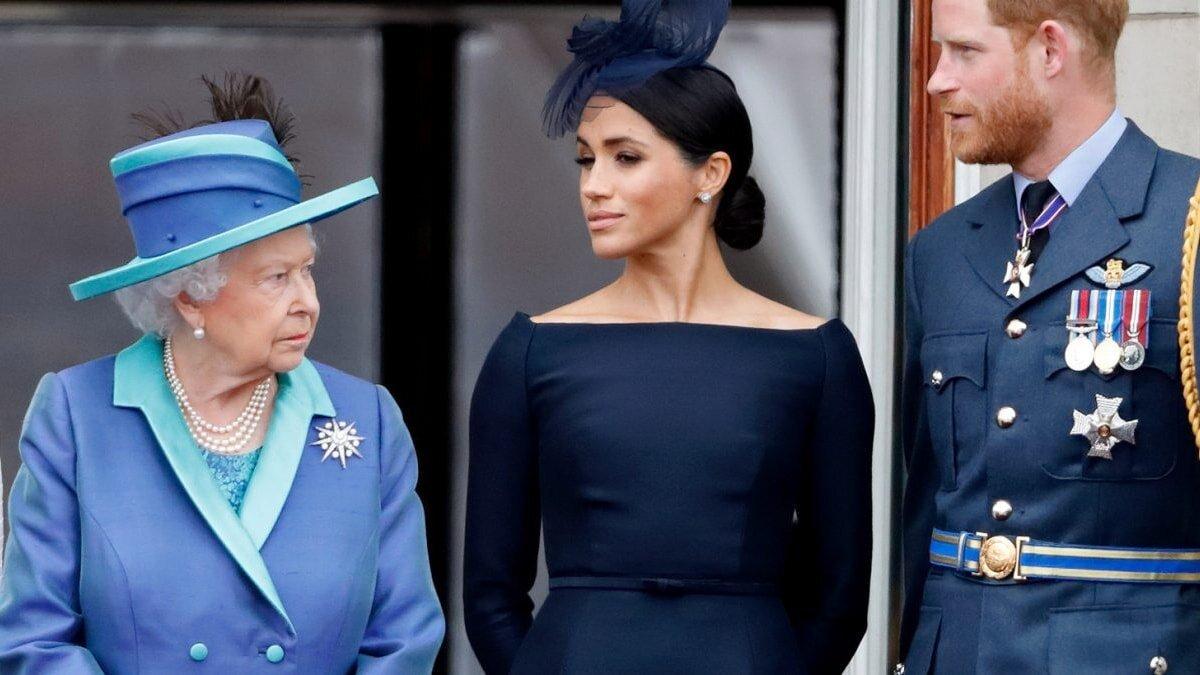 Сотрудники дворца потребовали лишить титулов Меган Маркл и принца Гарри