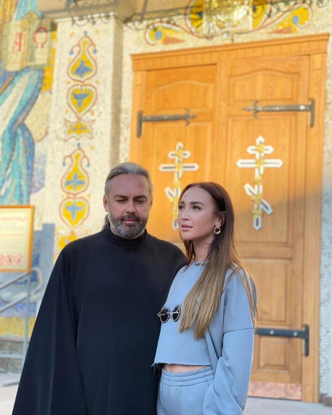 Ольгу Бузову раскритиковали за внешний вид в церкви
