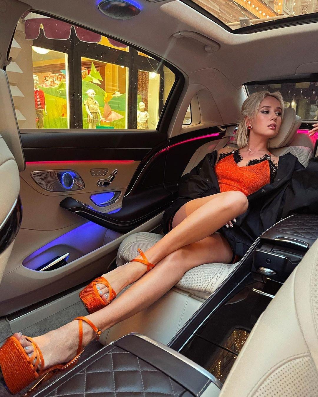 Клава Кока купила первый автомобиль стоимостью более 8 миллионов рублей