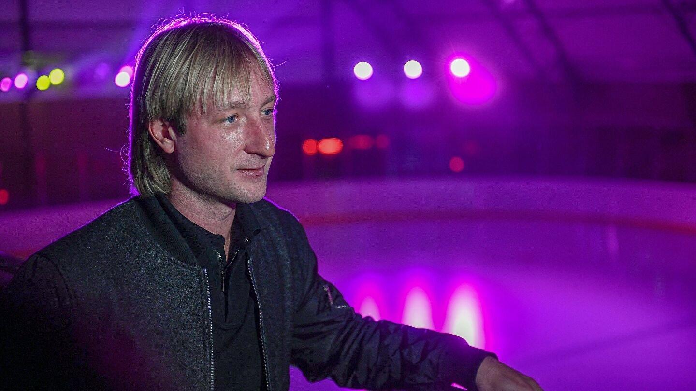 Евгений Плющенко показал, как ходит его восьмимесячный сын