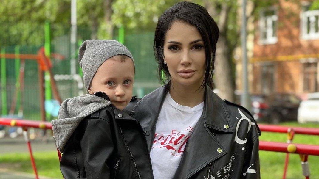 Саша Кабаева, взяв сына от Липового, отправилась на дачу к родителям нового бойфренда