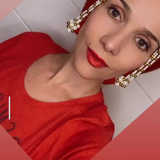 Наталья Орейро поздравила с Днём России на русском языке