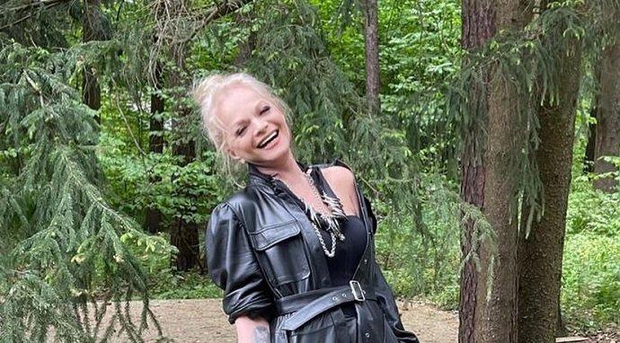 Чем людям в Сети не понравилось новое фото накрашенной Ларисы Долиной?