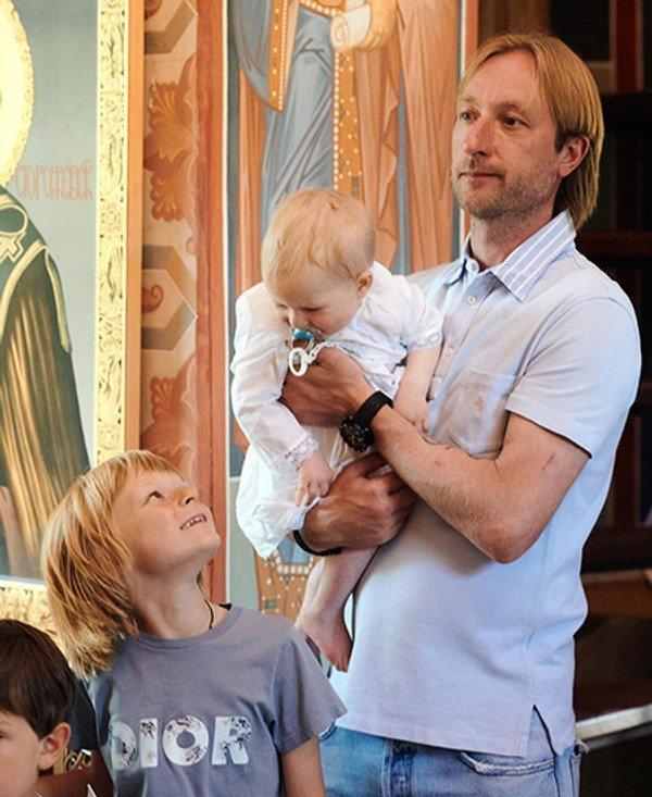 Яна Рудковская выложила в сеть фото с крещения младшего сына