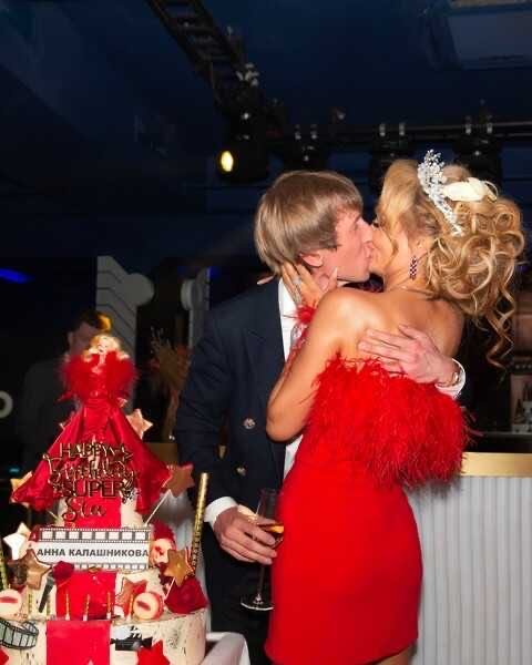 Поклонники Анны Калашниковой отнеслись с недоверием к богатому празднику