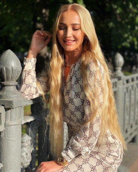 «Неожиданно!»: Ольга Бузова сменила цвет волос