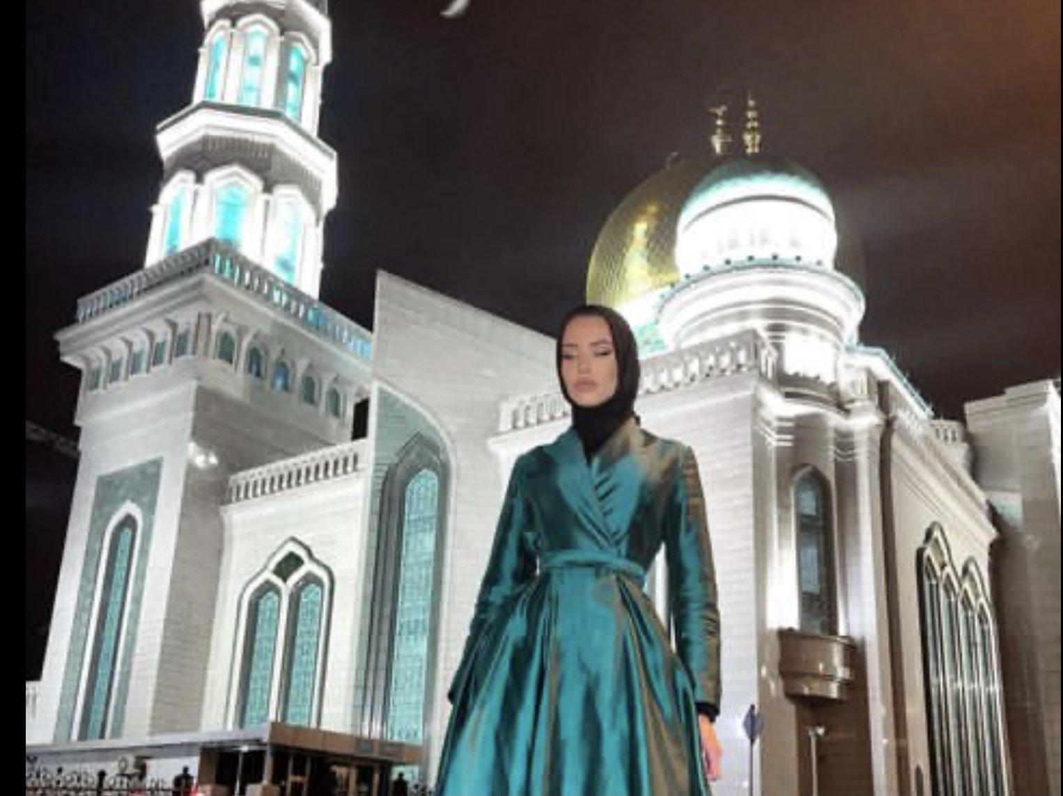 Почему приняв ислам, Анастасия Решетова продолжает носить откровенные наряды?