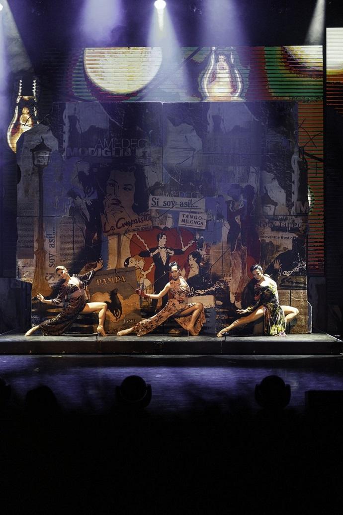 Знаменитости собрались на открытие сезона в Танго Театр