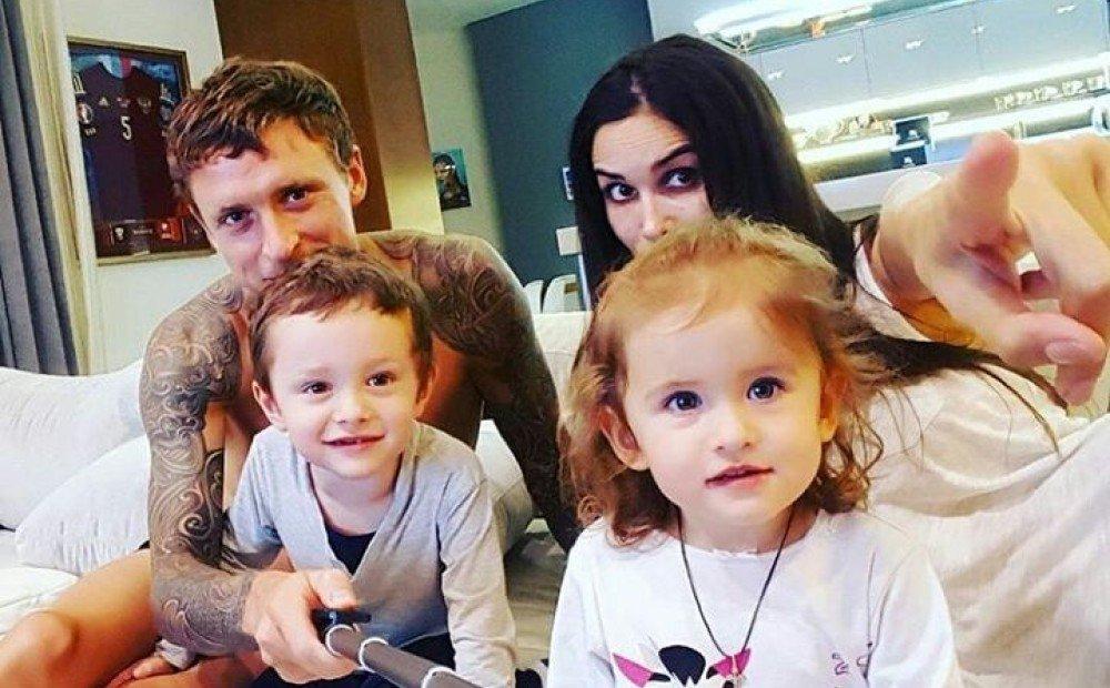 Павел Мамаев отказался от усыновленного ребенка