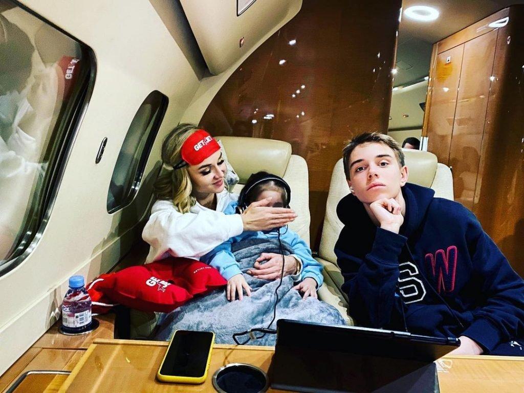 Полина Гагарина сообщила, что хочет третьего ребенка