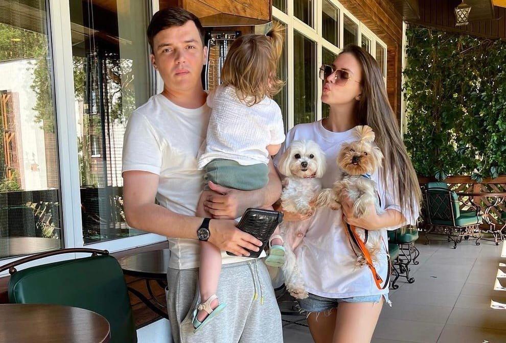 Почему Саша Артемова не разводится с Евгением Кузиным