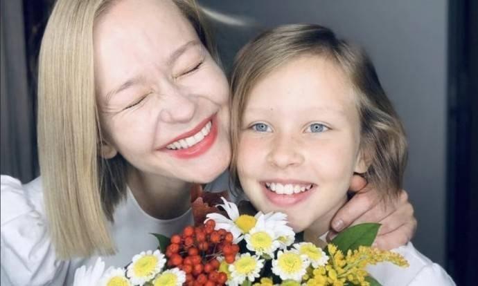 Старшая дочь Юлии Пересильд показала фото с отцом Учителем. Как она подписала снимок?