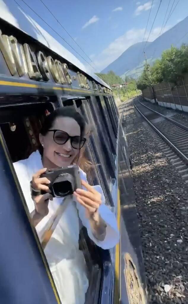 Анджелина Джоли прогулялась по венецианским крышам