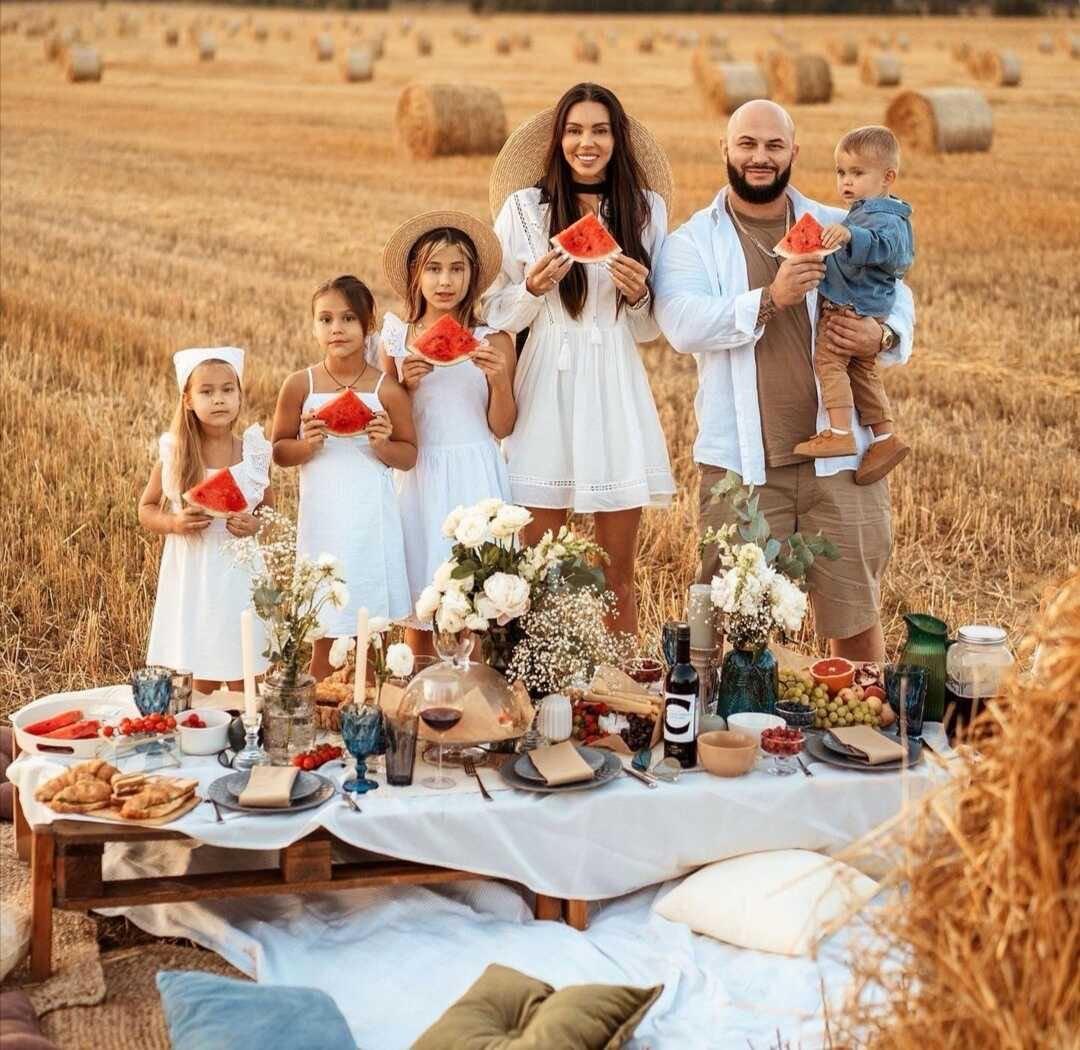 Семейная идиллия: Оксана Самойлова поделилась новыми снимками