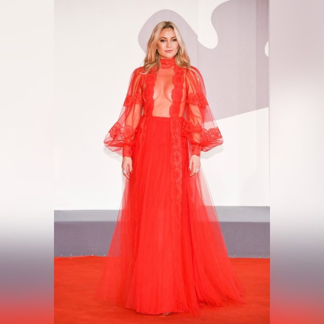 Кейт Хадсон отметилась красивым нарядом на Венецианский фестивале